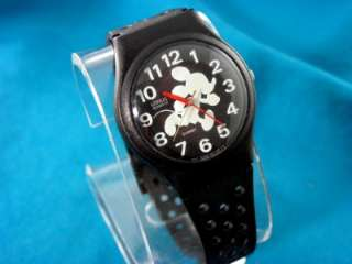 VINTAGE LORUS GLOW IN THE DARK MICKEY MOUSE WATCH
