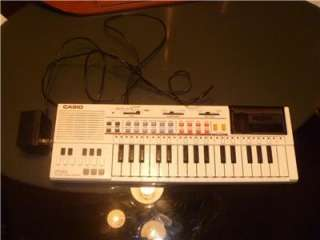 RARE VTG CASIO PT 80 ELECTRONIC KEYBOARD/PIANO/SYNTHESIZER W/ROM PACK