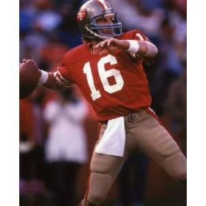 JOE MONTANA SAN FRANCISCO 49ERS 8X10 ACTION PHOTO #30