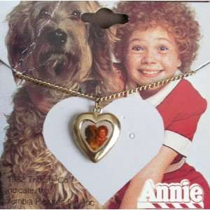 Little ORPHAN ANNIE Gold Tone HEART PENDANT NECKLACE w Enamel Annie